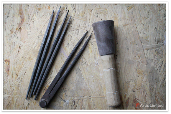 Steel mallet with hand steel chisels by Artis Limited