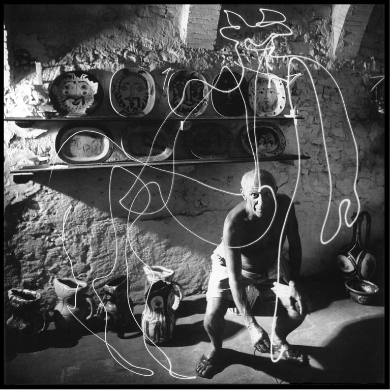 Light-painting-with-light-Picasso