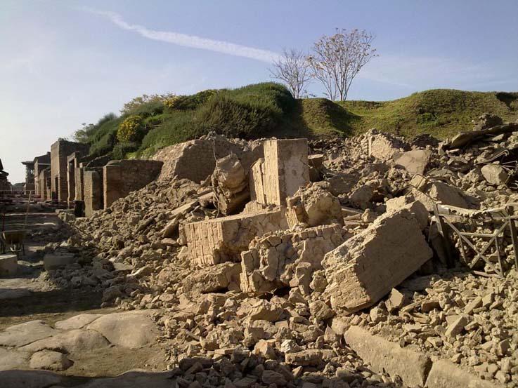 Pompeii-collapses-again