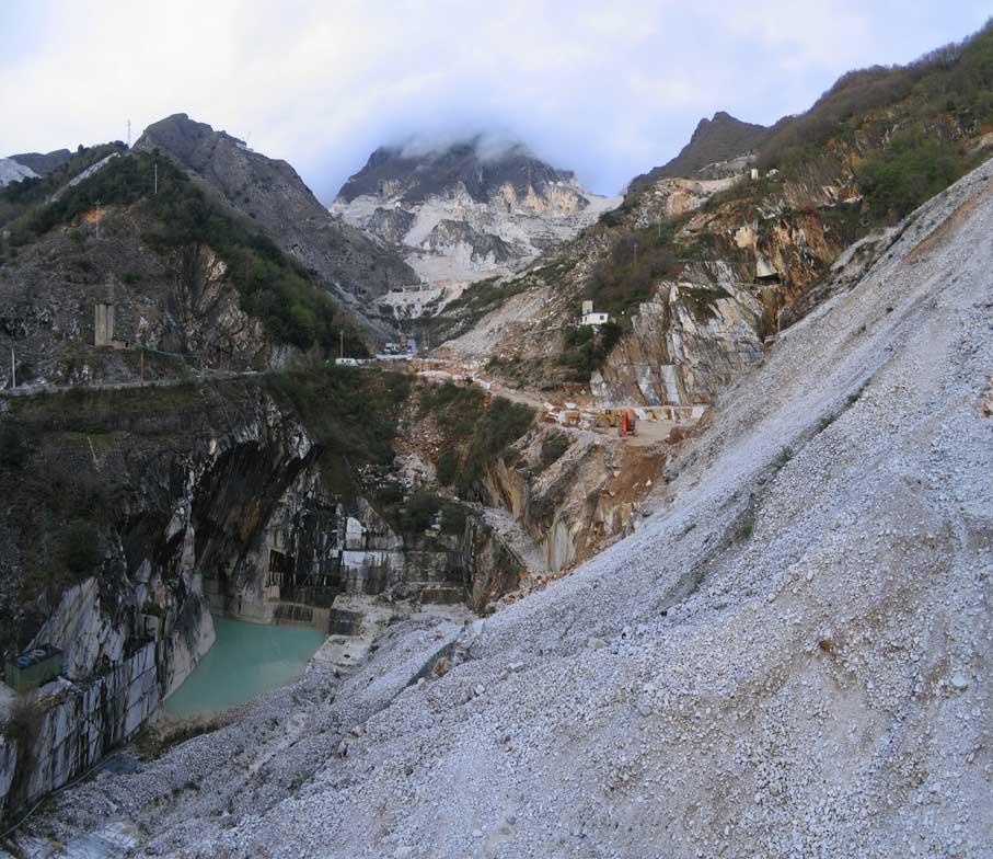 Carrara-cave-Fantiscritti01-2007-03-30