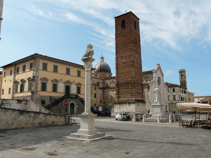 Papalini-Pietrasanta-piazza_del_teatro2